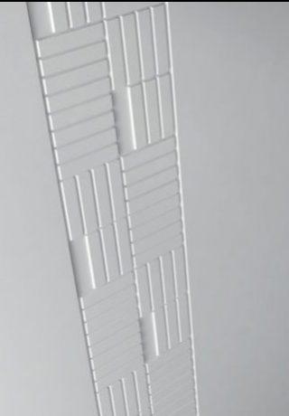 hol placat cu panouri mdf frezate vopsite alb forme patrate