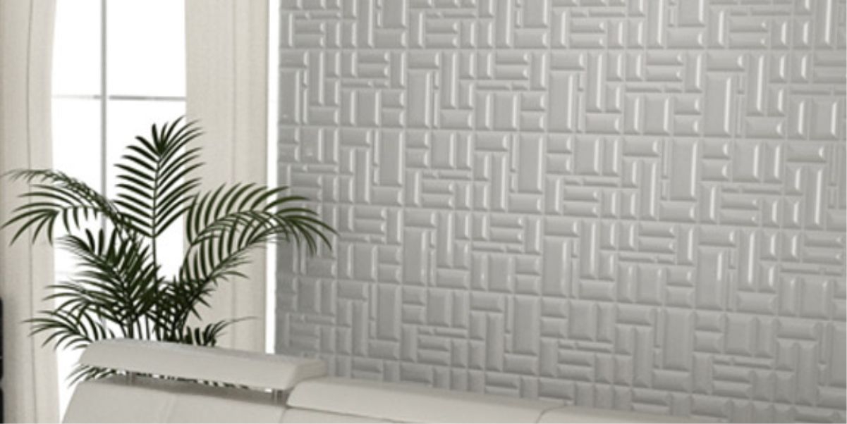 perete living placat cu panou decorativ traforat vopsit electrostatic