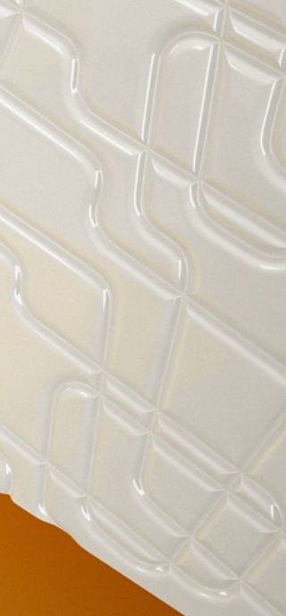 perete baie placat cu panel mdf vopsit alb sculptat linii neregulate