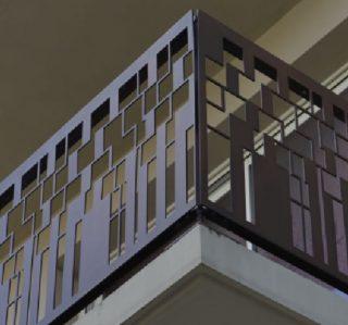 etaj vila terase, balcoane metalice construite din metal avand decupate panourile care compun balustrada
