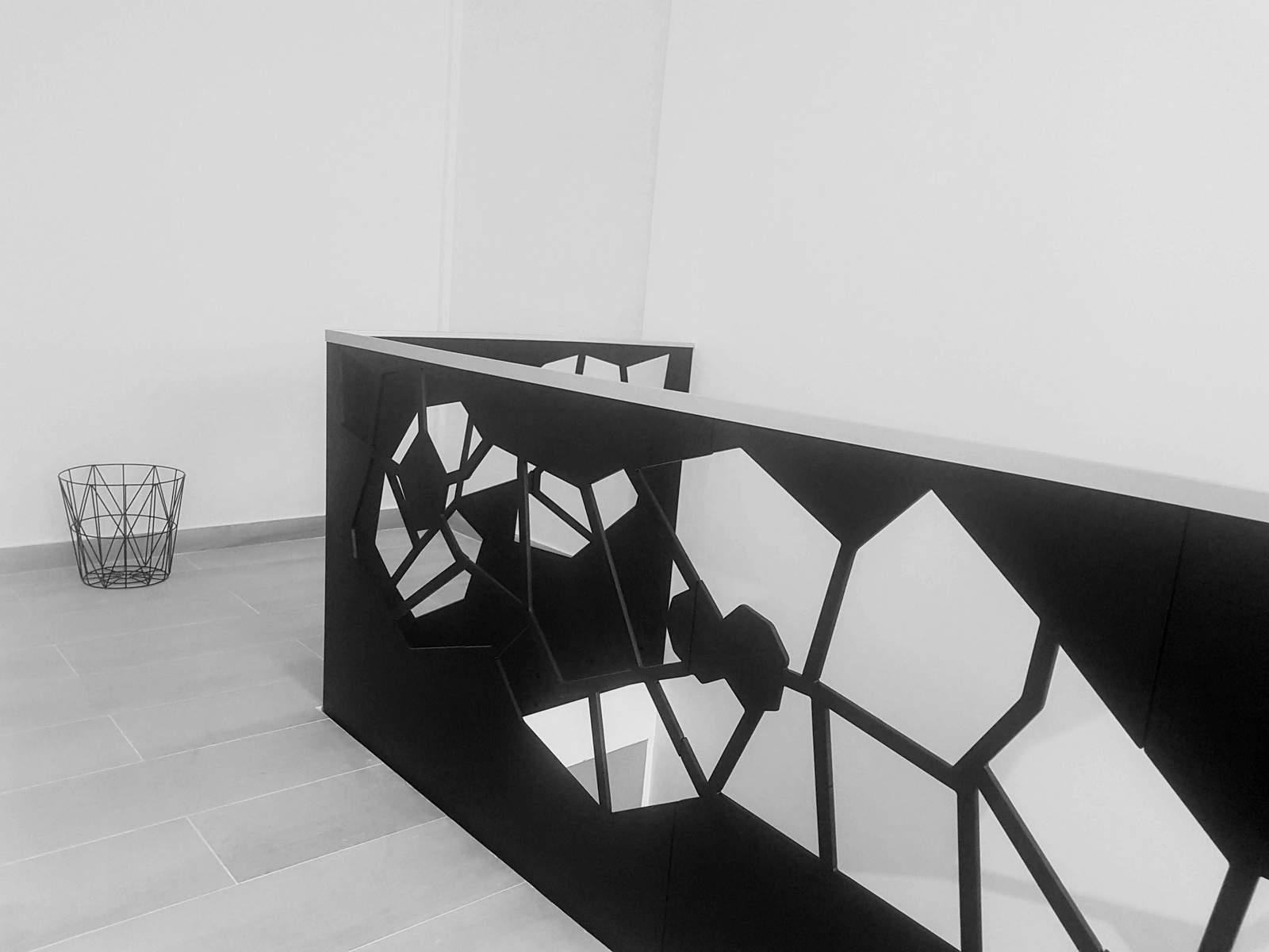 balustrada moderna metal traforat