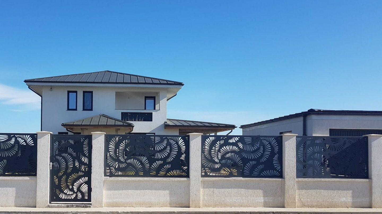 gard modern stalpi metal panouri traforate