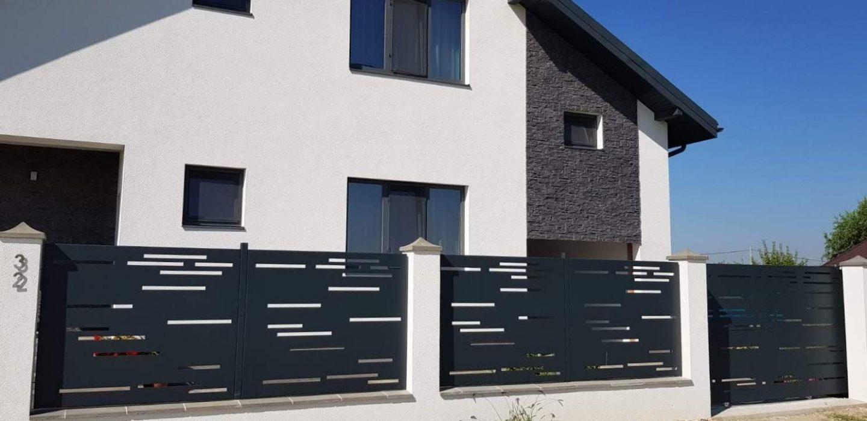 gard din panouri metalice cu fante orizontale