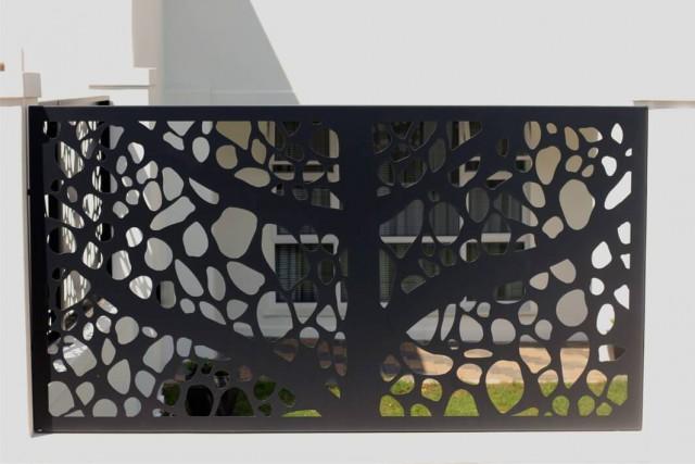 Panou decorativ din material dur, rezistent - tabla de otel traforata model cu gauri mari