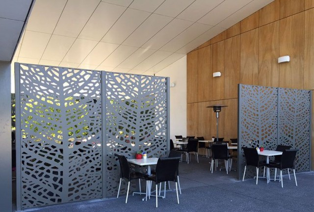 perete despartitor decorativ din panouri traforate
