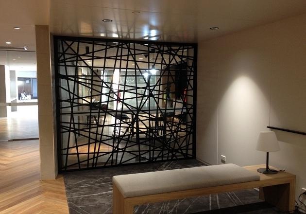 perete decorativ metalic office design