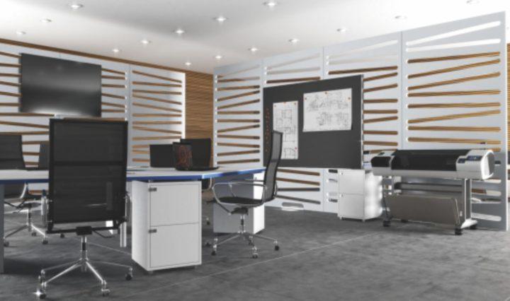 spatiu office amenajat cu panouri despartitoare decorative