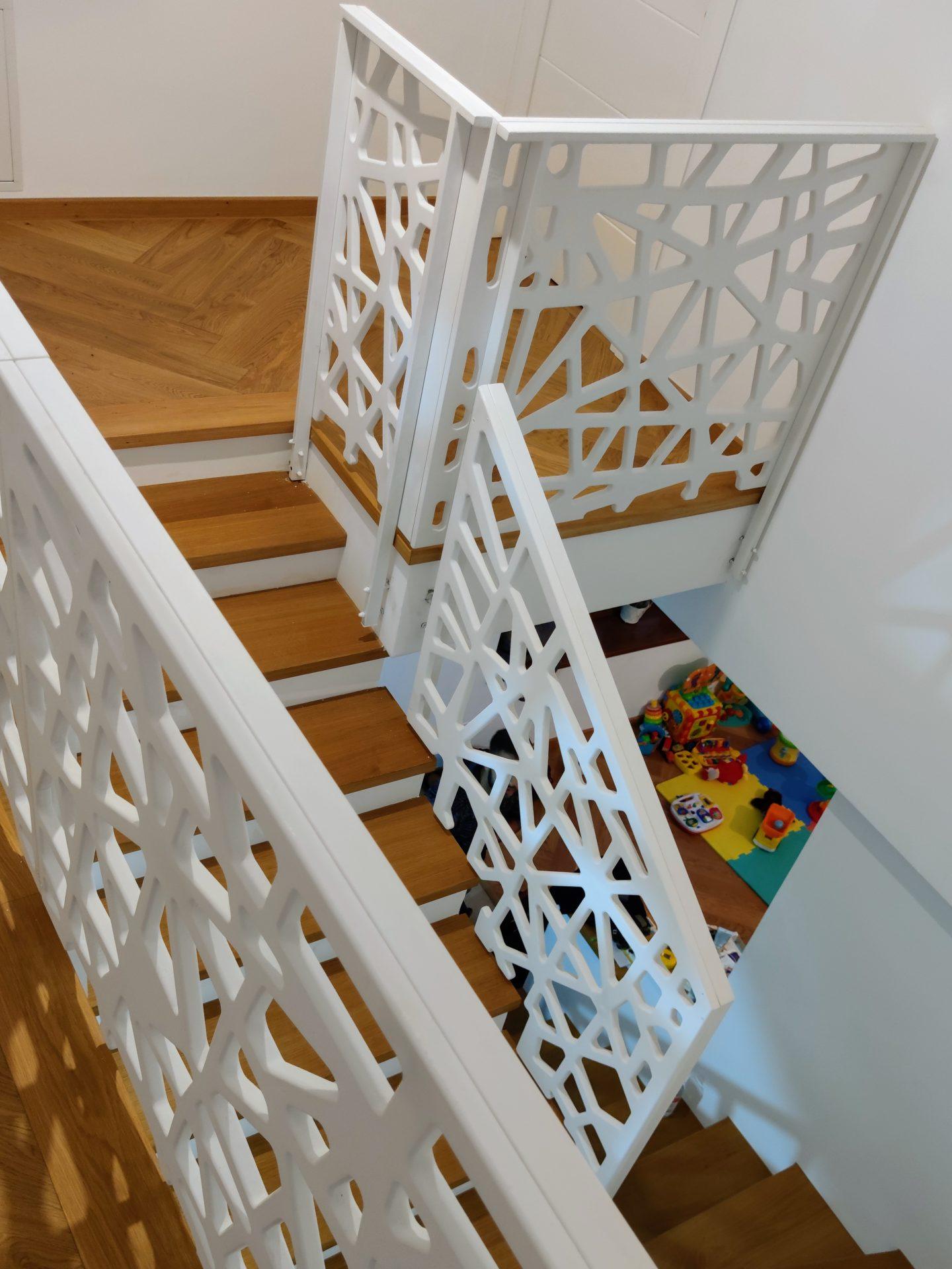 scara interioara din beton placata cu trepte lemn si balustrada mdf
