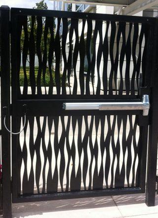 poarta arhitecturala metalica cu sistem inchidere automata