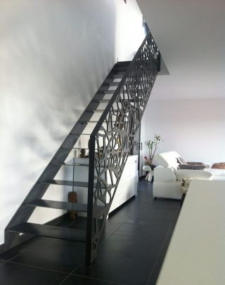 balustrada design traforat scara interioara metalica