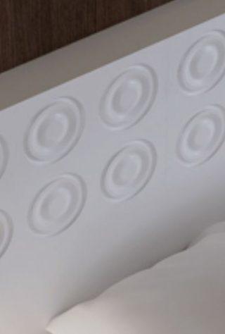 dormitor perete placat tablie pat alba desen 3d cercuri