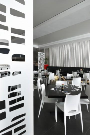 armonizare decorative cu paravane traforate la restaurant